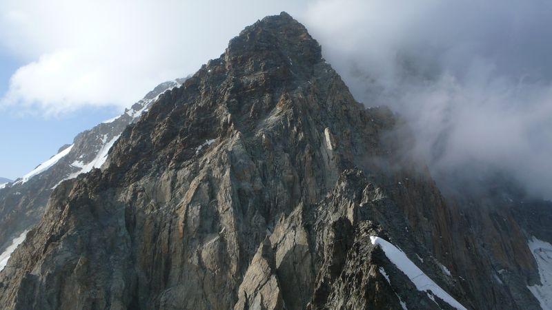Mont Brouillard 4053m y Pico Luigi Amedeo desde la cima de la Punta Baretti 4013m