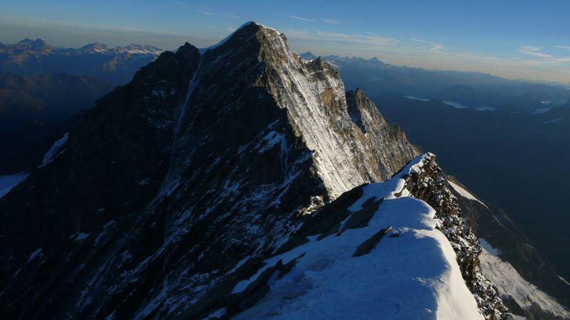 La cresta Sur del Dom de Mischabel vista desde la cima del Taschhorn 4491m