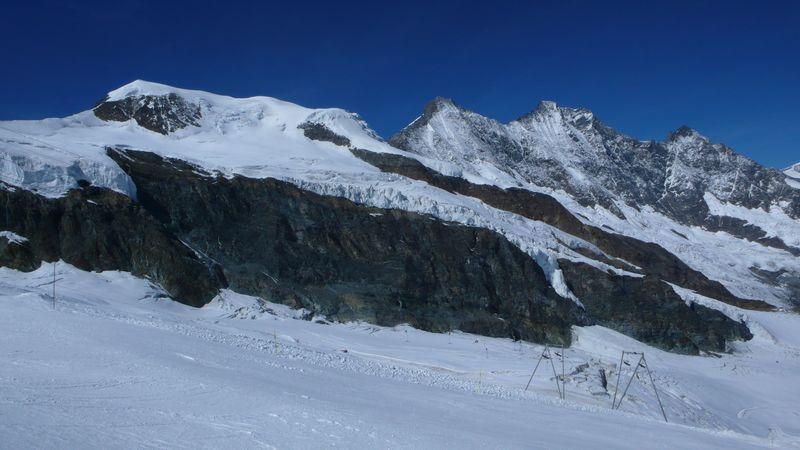 De izquierda aderecha Alphubel, Taschhorn, Dome y Lenzspitze