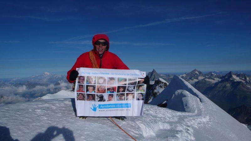 En la cima del Lyskamm Oriental 4527m con los niños de la Fundación Stop Sanfilippo