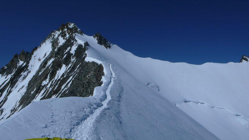 Nadelhorn 4327m visto desde el Windjoch 3845m