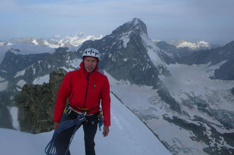 En la cima del Ober Gabelhorn 4063m con la Dent Blanche 4357m a mis espaldas