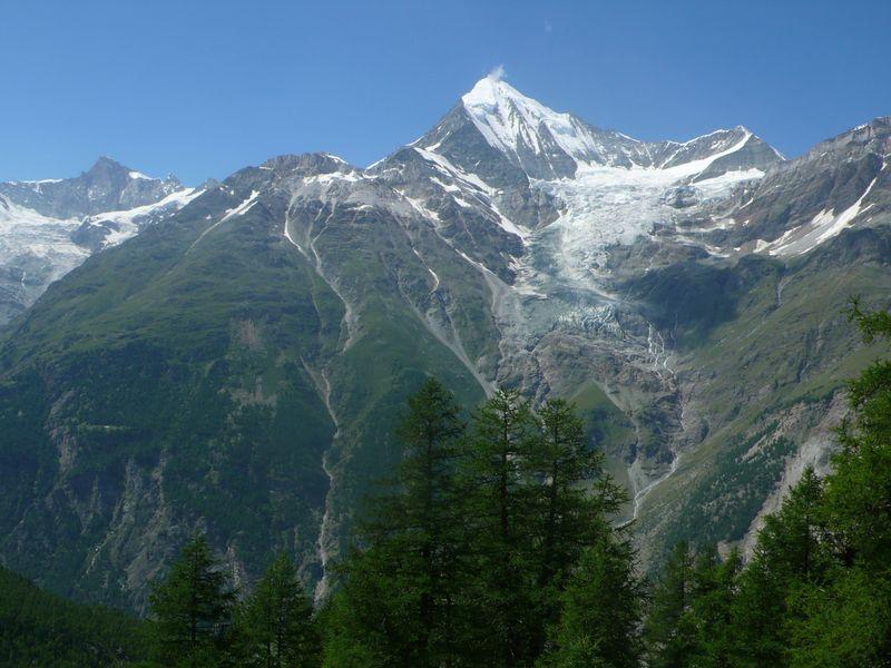 Vista del Weisshorn 4505m desde el sendero que lleva al Domhütte