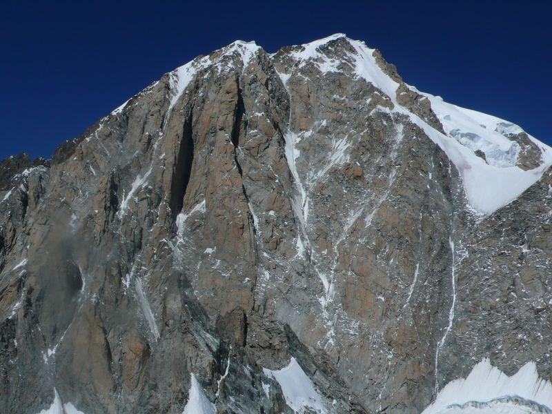 Pilón Central del Freney, Pilastros rojos del Freney y Mont Blanc de Courmayeur vistos desde la Cresta de Peuterey