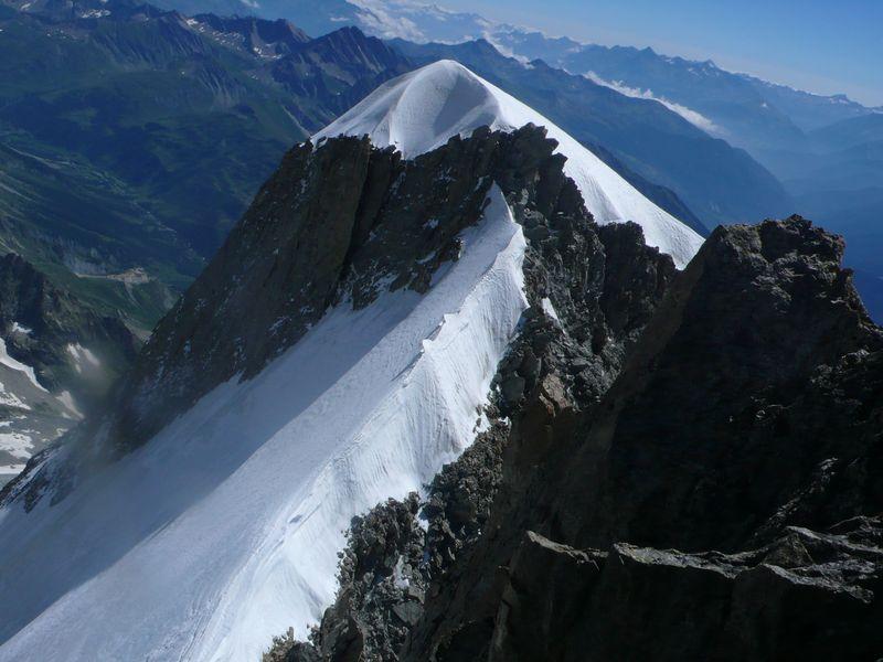 Aiguille Blanche de Peuterey 4114m vista desde la Punta Güssfeldt 4112m
