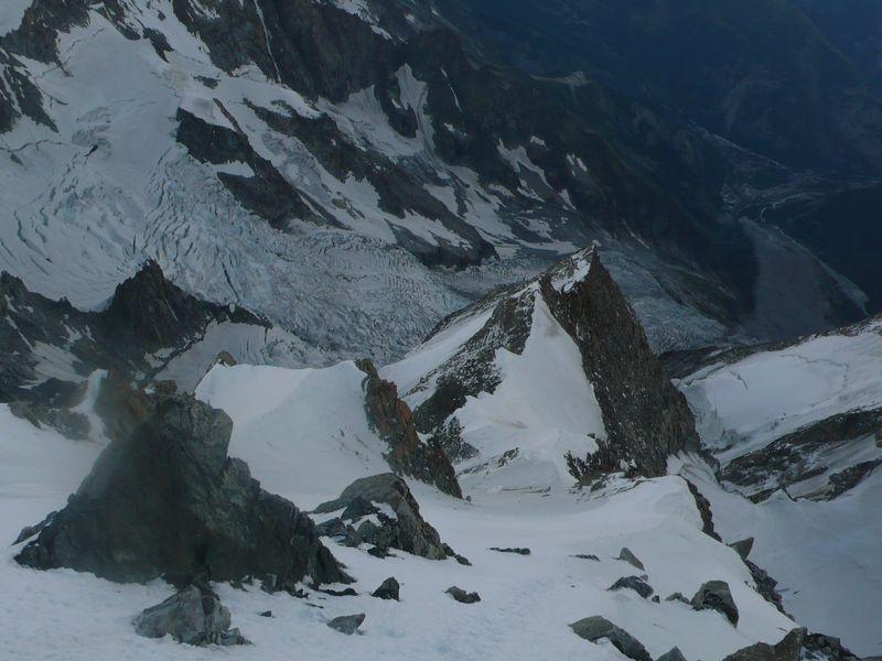 Glaciar de la Brenva y Grand Pilier d'Angle 4245m vistos desde la cresta que lleva al Mont Blanc de Courmayeur