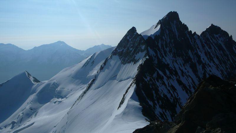 Stecknadelhorn 4241m, Nadelhorn 4327m y Lenzspitze 4294m vistas desde la cima del Hobärghorn