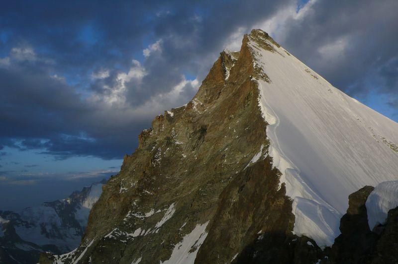 Cresta final para llegar a la cima del Ober Gabelhorn 4063m