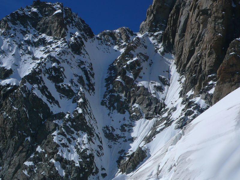 Corredor para llegar al Col Emile Rey visto desde el vivac Eccles 3845m