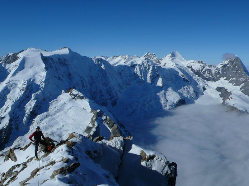 Durante la subida al Schreckhorn con las cimas del Oberland Bernés a mis espaldas_1