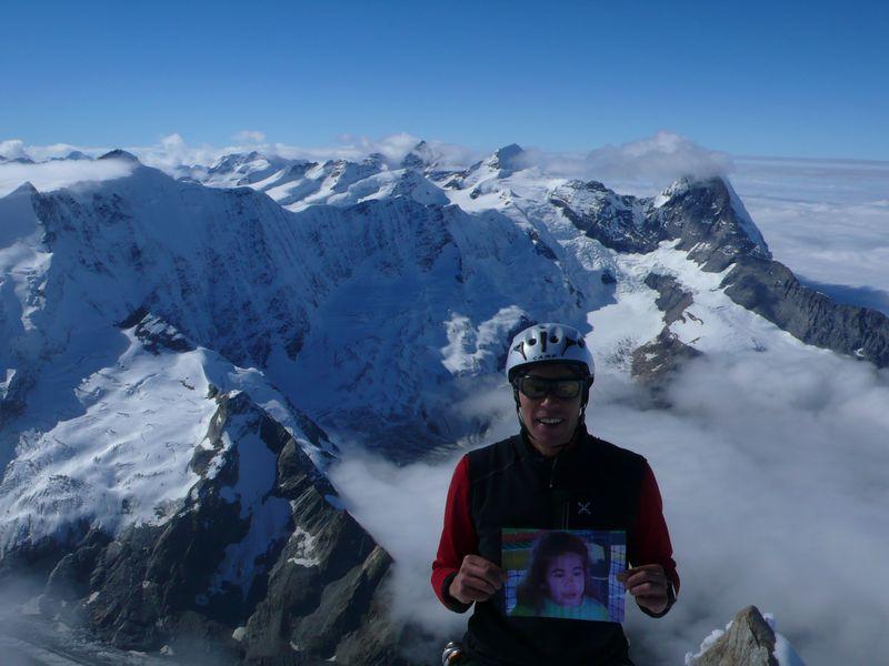 Con Gazmira en la cima del Schreckhorn
