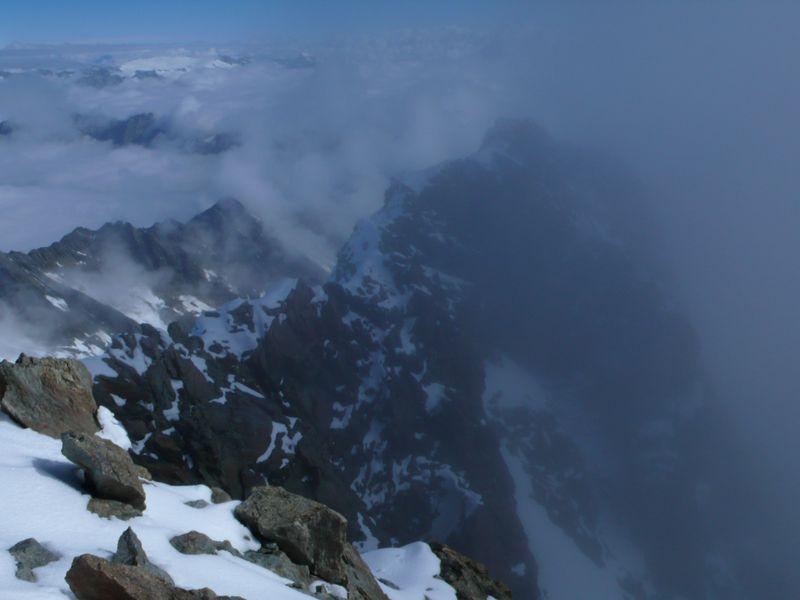 Vista del inicio de la travesía al Lauteraarhorn desde la cima del Schreckhorn_2