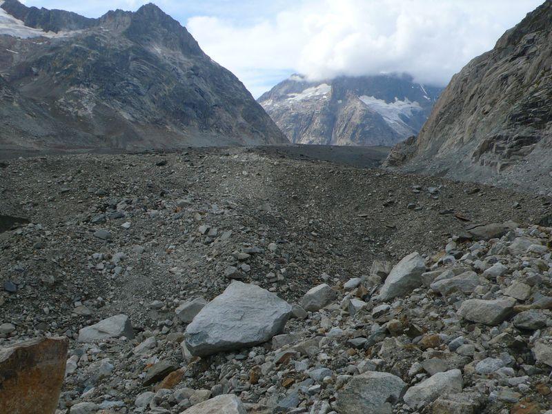 Vistas de la gigantesca morena del glaciar Unteraar