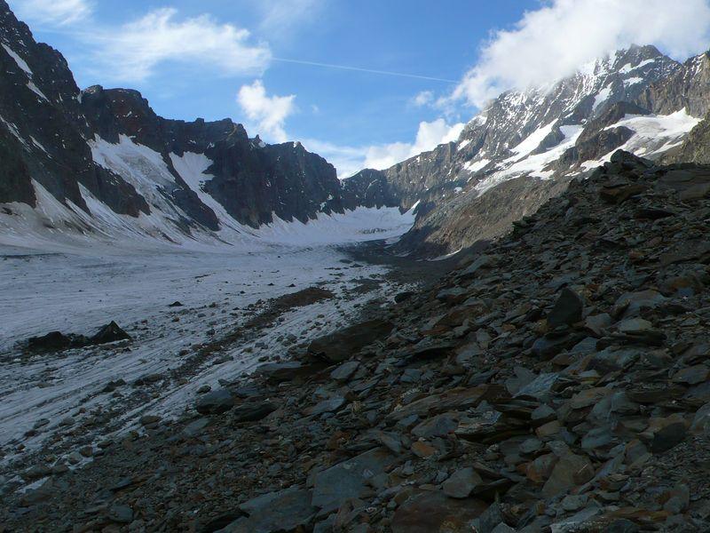 Glaciar Strahlegg y Lauteraarhorn 4045m a la derecha