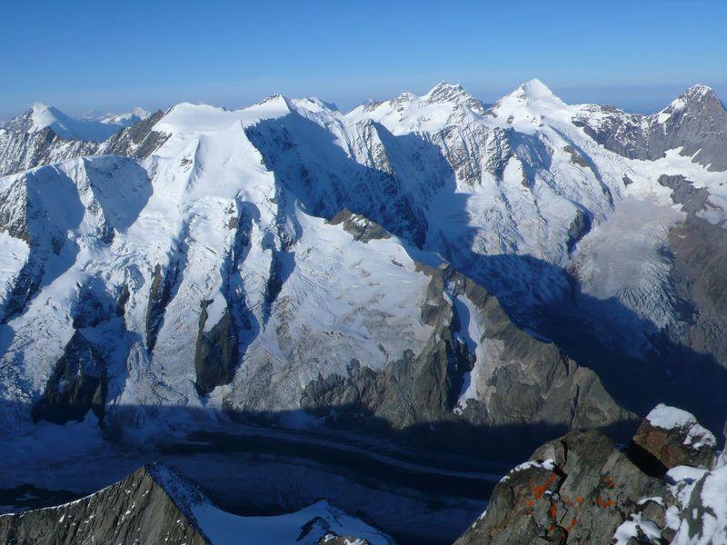 Eiger 3970m, Monch 4099m y Jungfrau 4158m vistos desde la cima del Lauteraarhorn 4045m