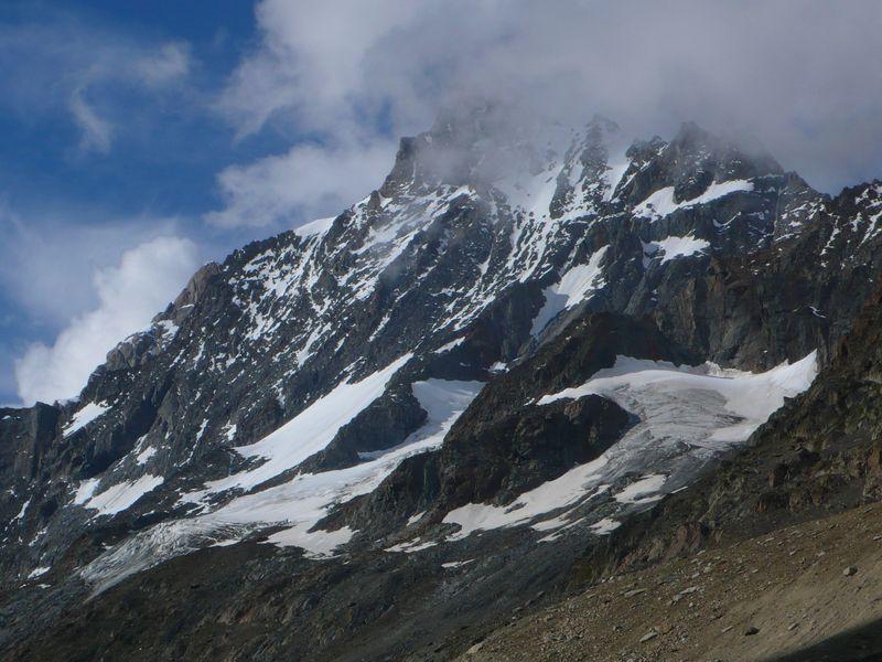 Vista del Lauteraarhorn 4045m desde el inicio del glaciar Strahlegg