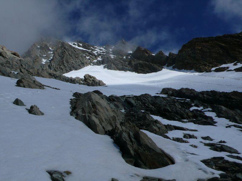 Vista de la parte baja de la ruta de ascenso al Lauteraarhorn 4045m