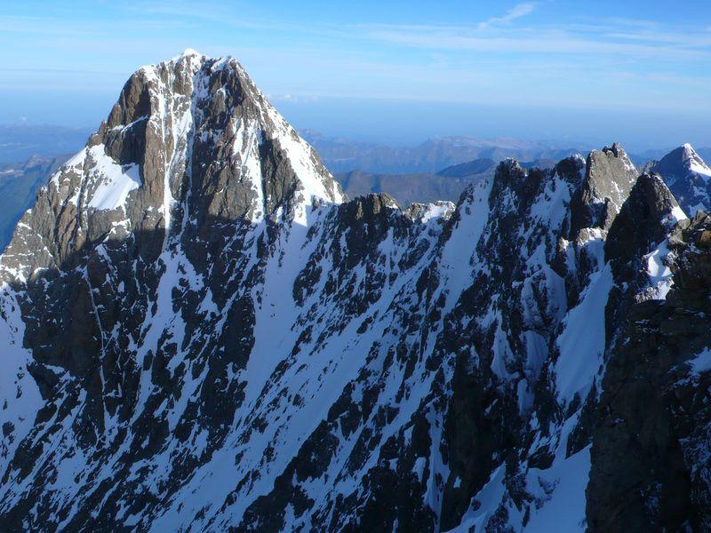 Vista del Scherckorn 4078m y de la travesía hasta el Lauteraarhorn 4045m desde su cima